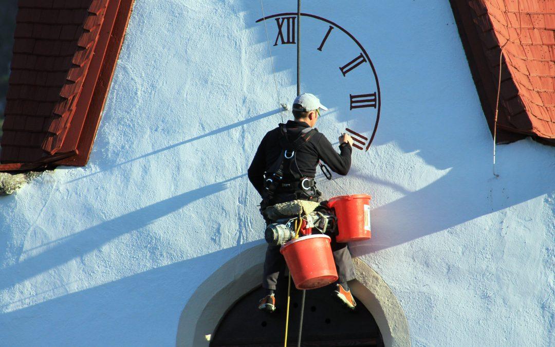 Amlach hat nun eine Kirchturm-Uhr