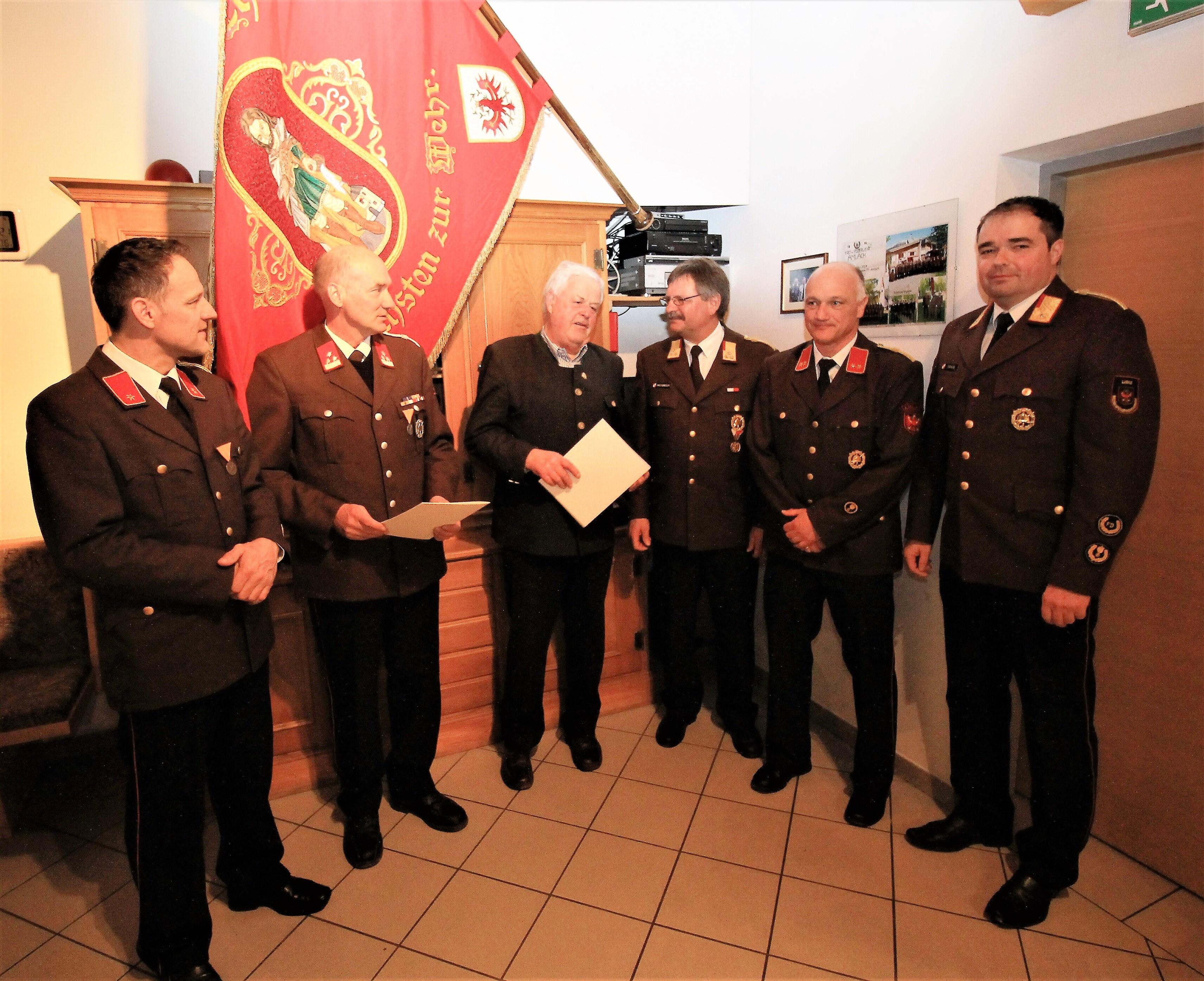 Die Geehrten - Peter Perfler für 40 Jahre - Bgm Franz Idl - für 60 Jahre