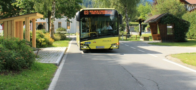 Bus-Haltestelle Amlach-Dorfplatz