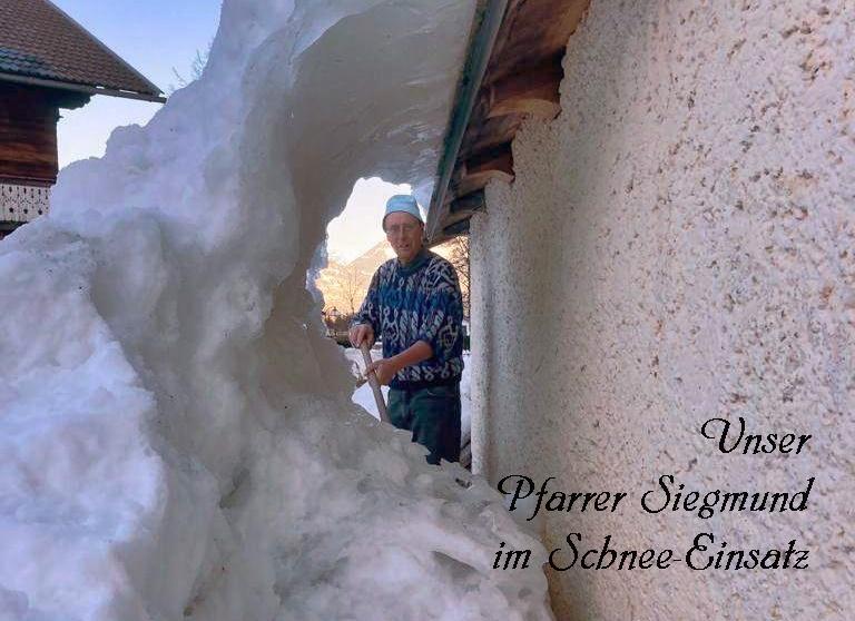 Pfarrer Siegmund Bichler im Schnee-Einsatz